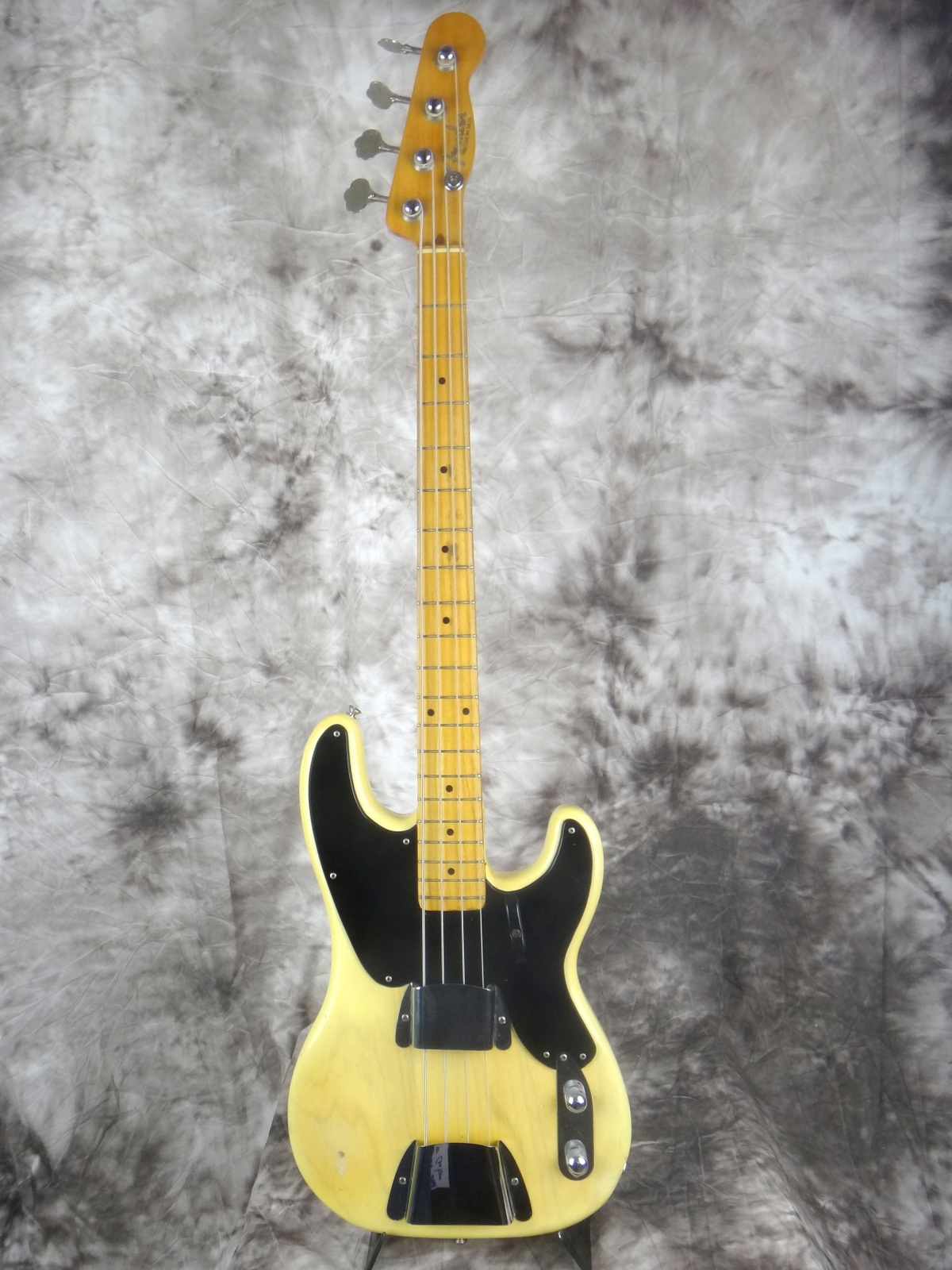 img/vintage/1599/Fender-Precision-Bass-1955-blond-001.JPG