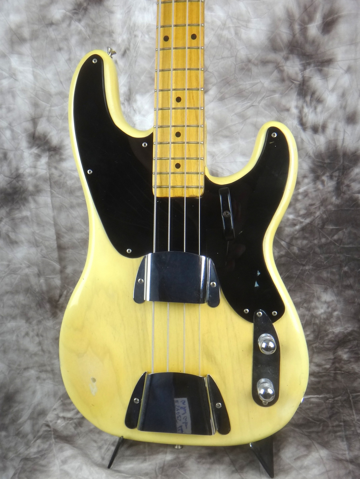 img/vintage/1599/Fender-Precision-Bass-1955-blond-002.JPG