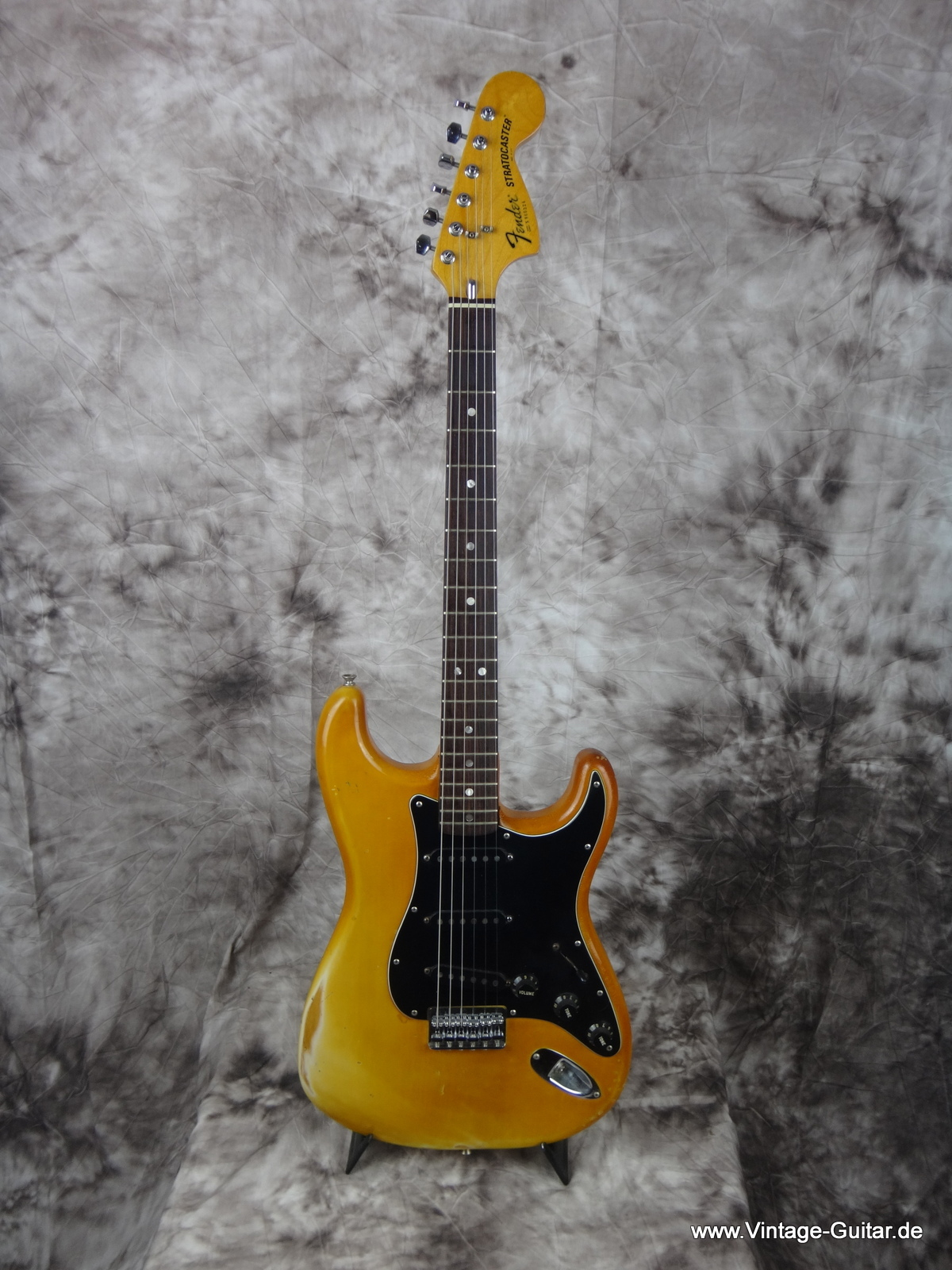 img/vintage/1717/Fender-Stratocaster_1979-olympic-white-yellowed-faded-001.jpg
