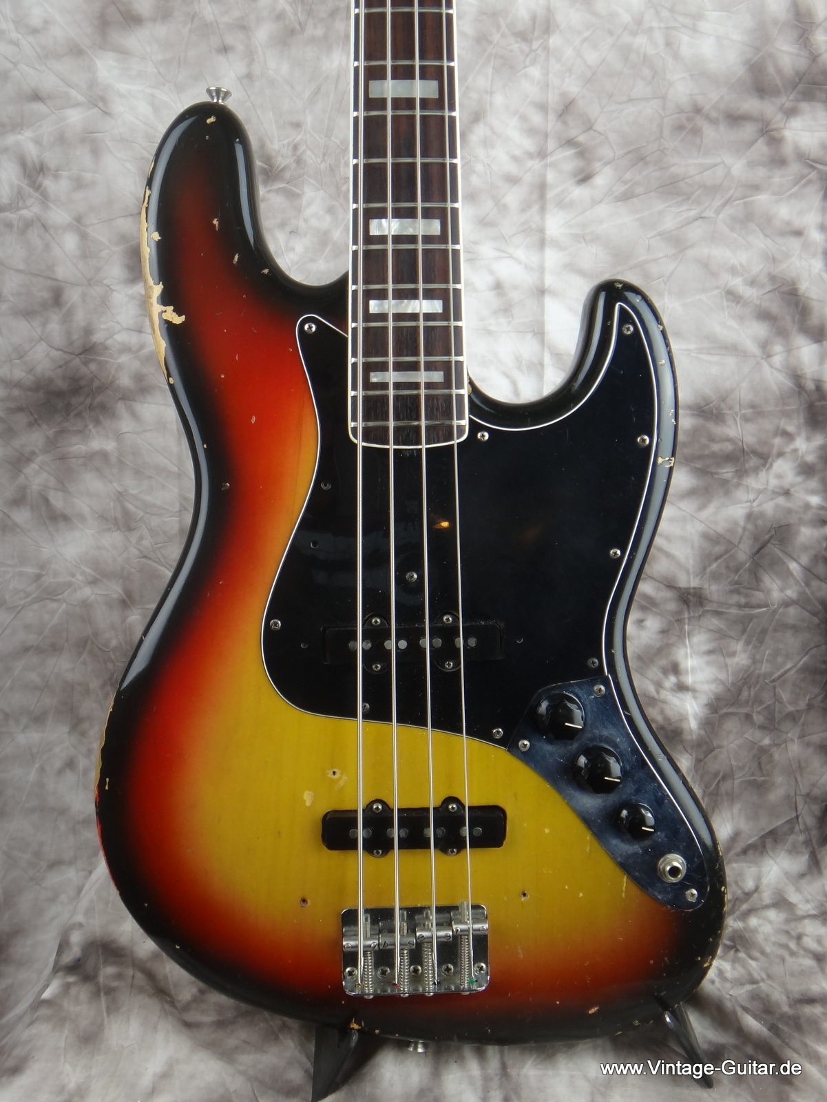 img/vintage/1786/Fender_Jazz-Bass_1974_sunburst-alder-body-002.JPG