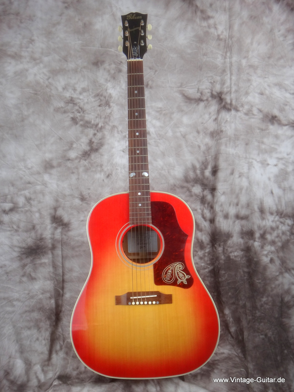 img/vintage/1806/Gibson-J-45-Brad-Paisley-limited-edition-001.JPG
