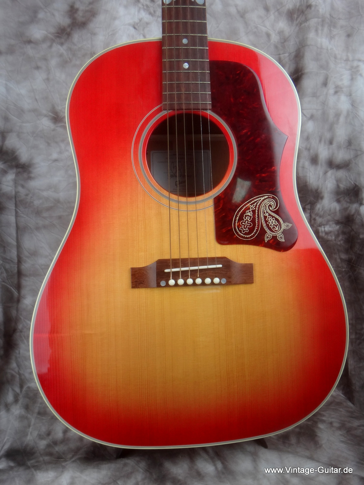 img/vintage/1806/Gibson-J-45-Brad-Paisley-limited-edition-002.JPG