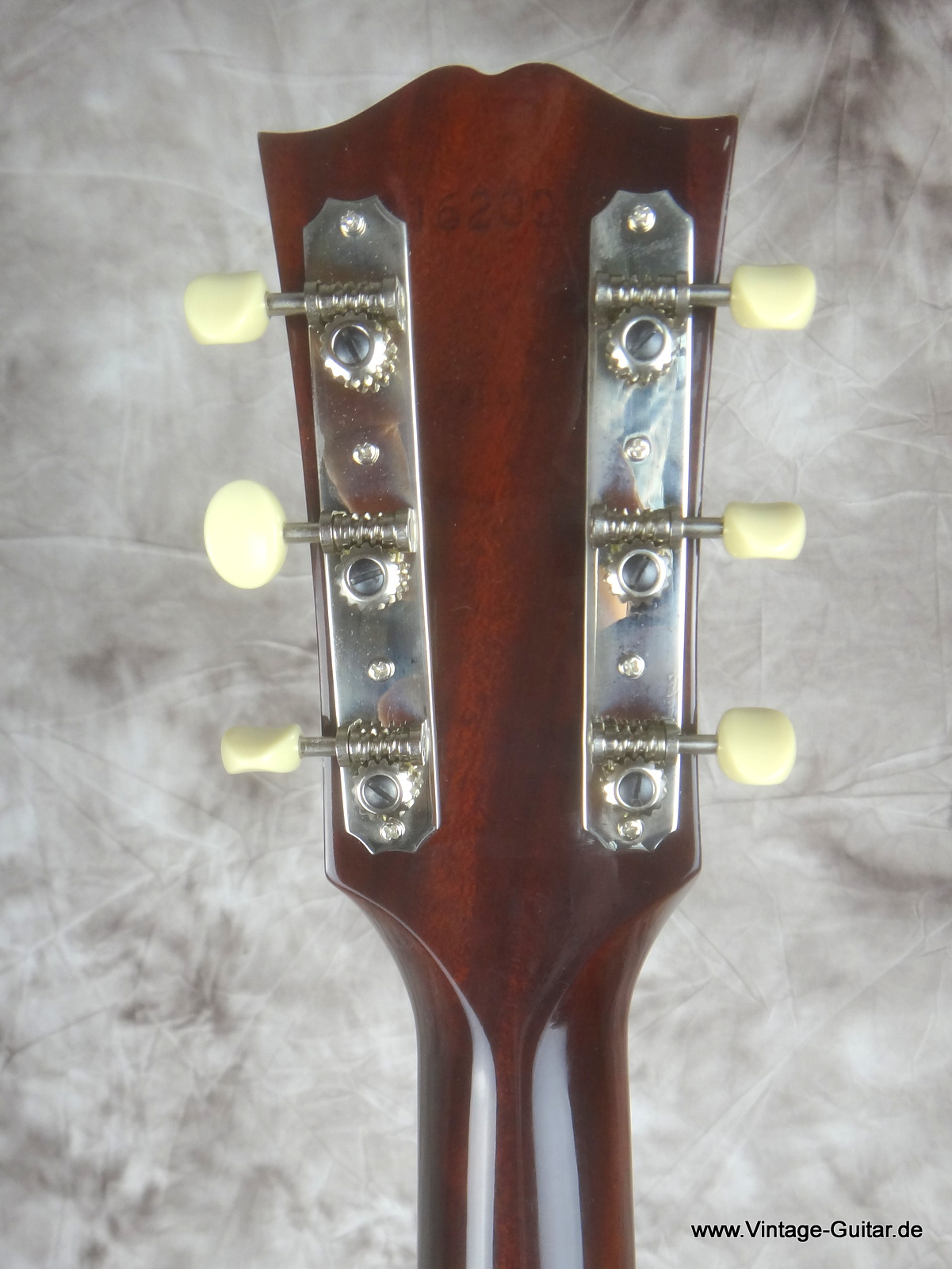 img/vintage/1806/Gibson-J-45-Brad-Paisley-limited-edition-006.JPG