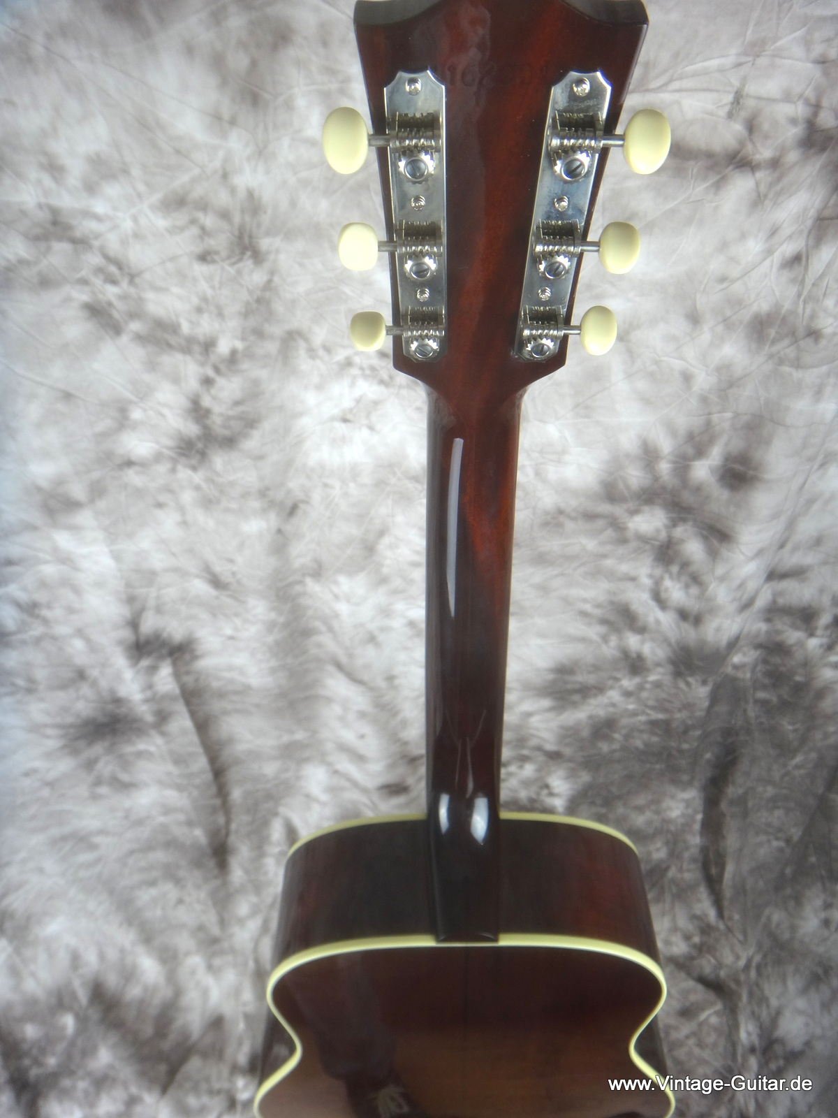 img/vintage/1806/Gibson-J-45-Brad-Paisley-limited-edition-007.JPG
