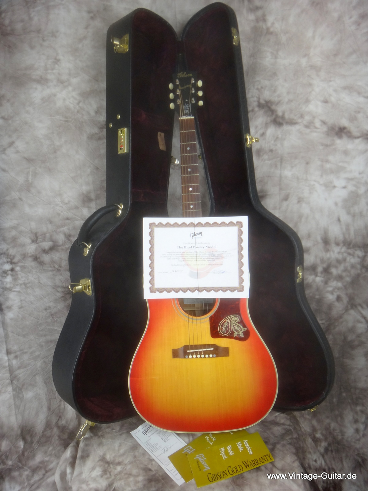 img/vintage/1806/Gibson-J-45-Brad-Paisley-limited-edition-011.JPG