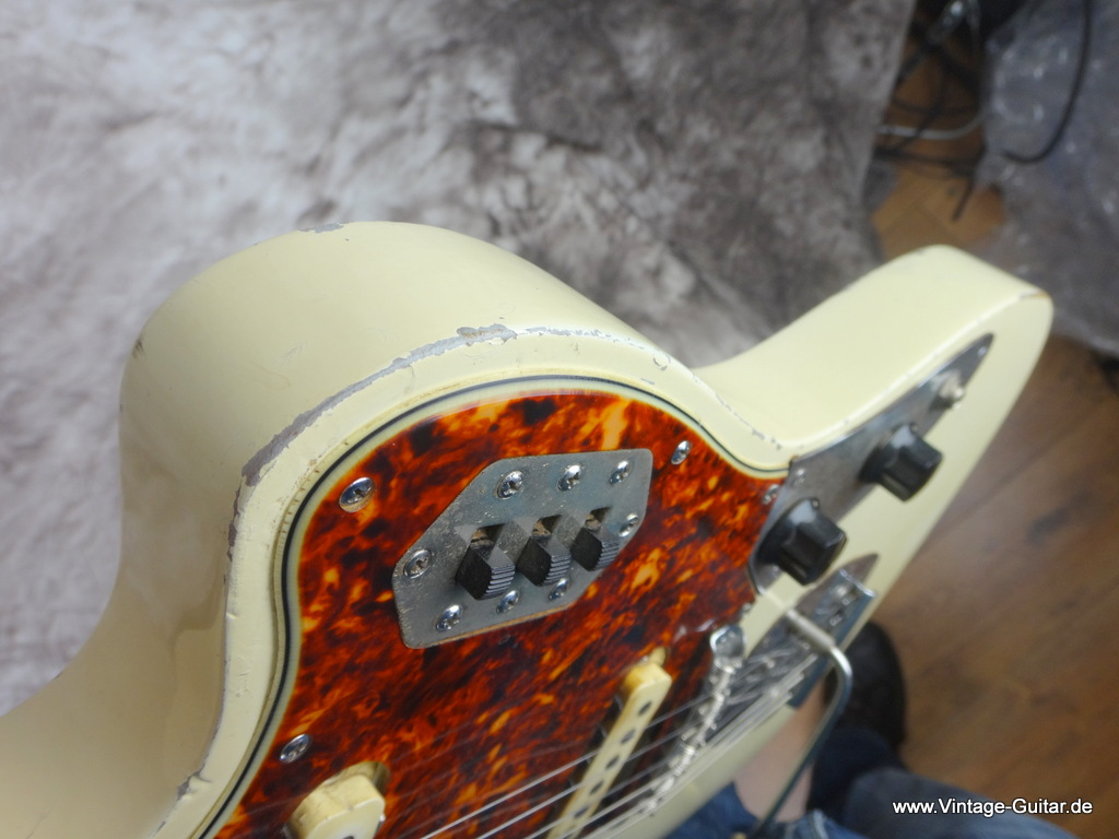 img/vintage/2127/Fender_jaguar-olympic_white-refinished_1963-009.JPG