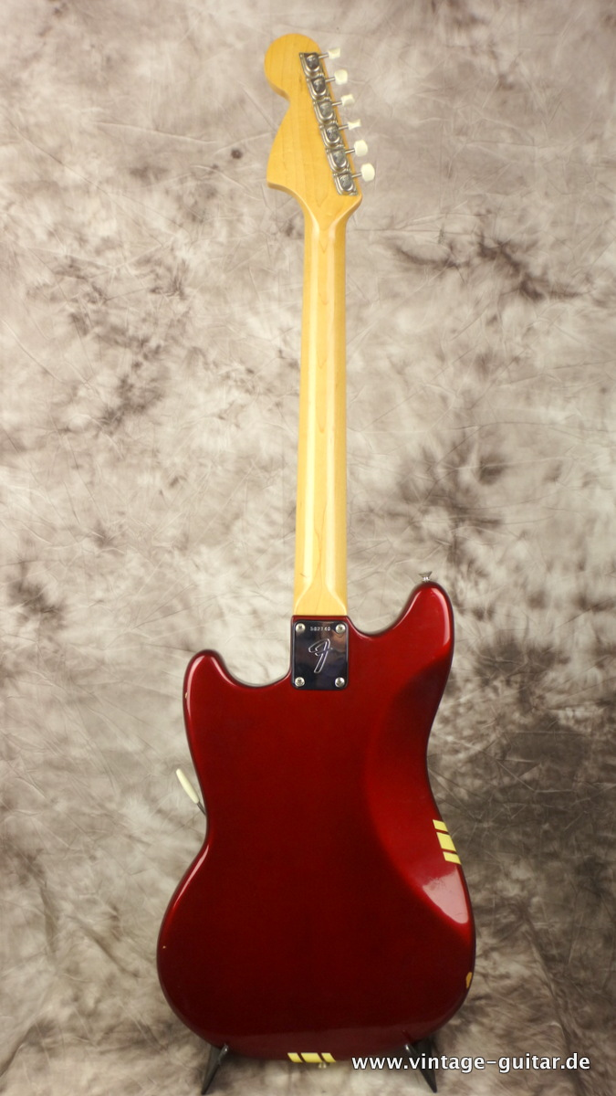 img/vintage/2260/Fender-Mustang-competition-racing-stripe-candy-apple-red-CAR-004.JPG