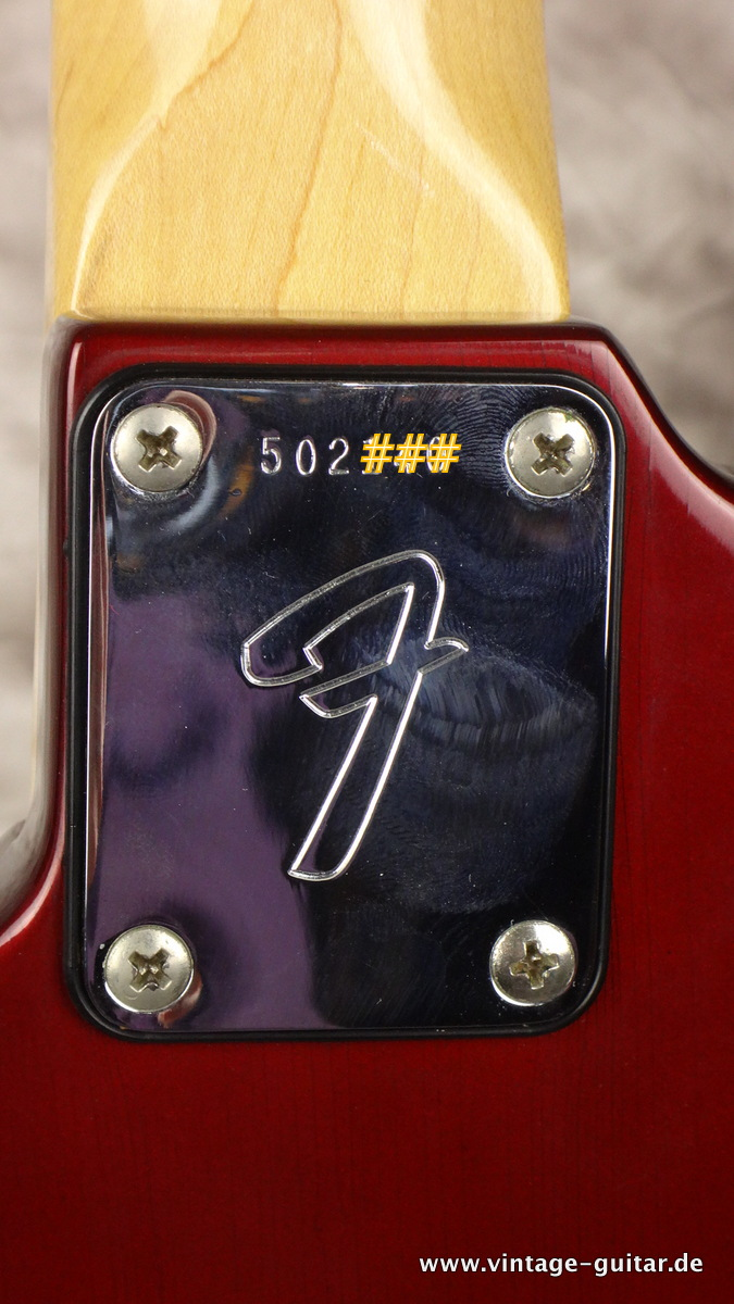 img/vintage/2260/Fender-Mustang-competition-racing-stripe-candy-apple-red-CAR-007.JPG