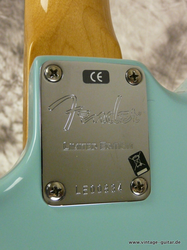 img/vintage/2570/Fender-62-Jaguar-Thin-Skin-limited-edition-daphne-blue-009.JPG