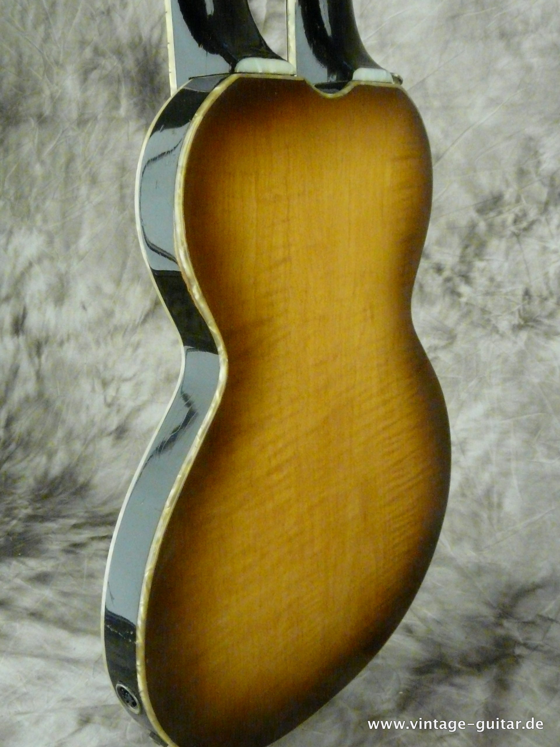 img/vintage/2648/Hofner-Double-Neck-Guitar-and-Bass-Model-191-013.JPG