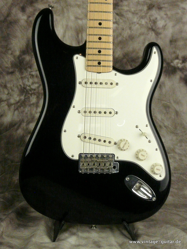 img/vintage/2690/Fender_Stratocaster-2014-Richie-Blackmoore-Custom-Shop-Tribute-002.JPG