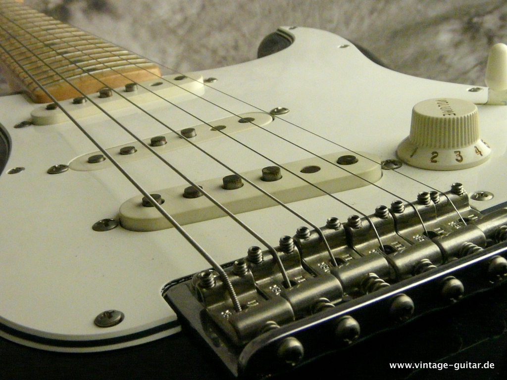 img/vintage/2690/Fender_Stratocaster-2014-Richie-Blackmoore-Custom-Shop-Tribute-008.JPG