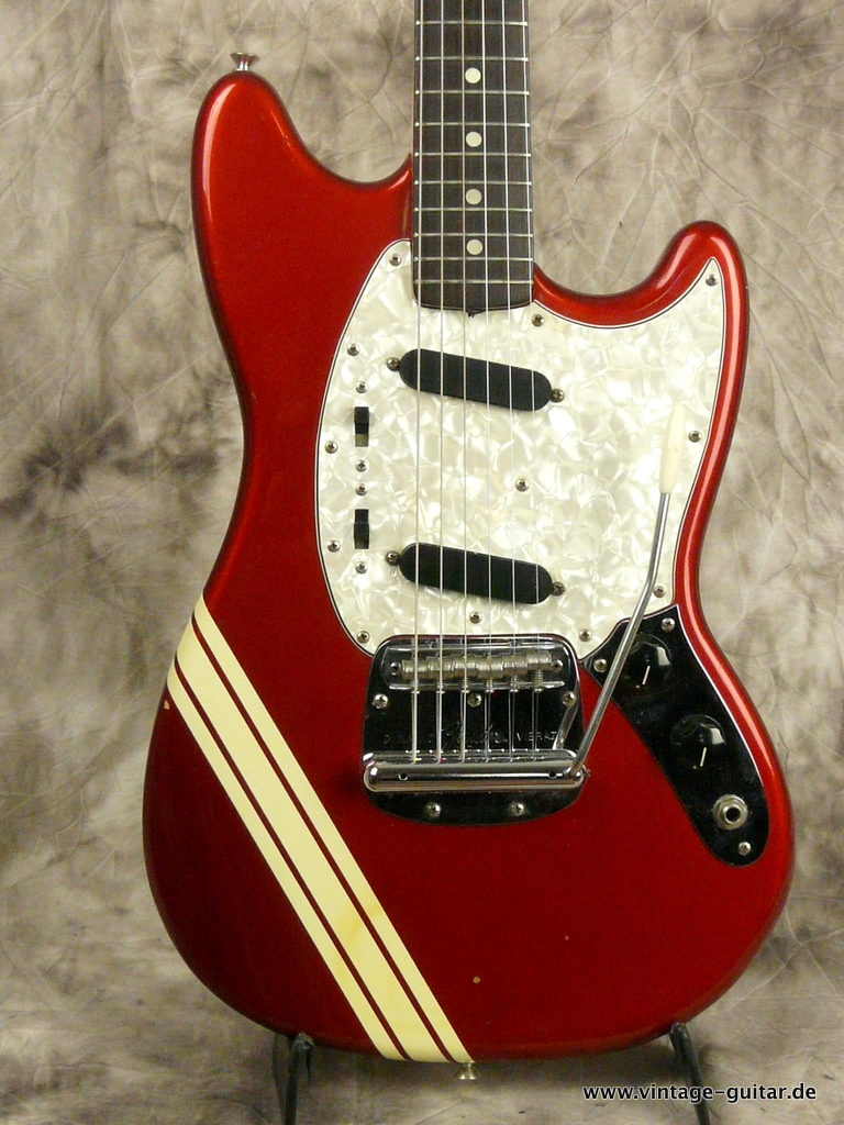 img/vintage/3009/Fender-Mustang-Candy-Apple-Red-Competition-1973-002.JPG