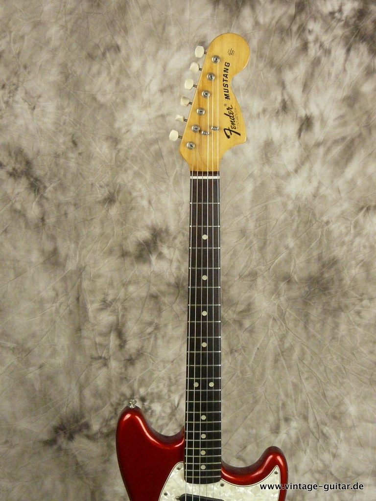 img/vintage/3009/Fender-Mustang-Candy-Apple-Red-Competition-1973-005.JPG