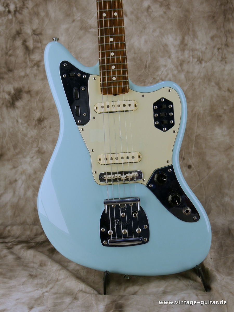 img/vintage/3193/Fender-Jaguar-Thinskin-USA-2008-daphne-blue-002.JPG