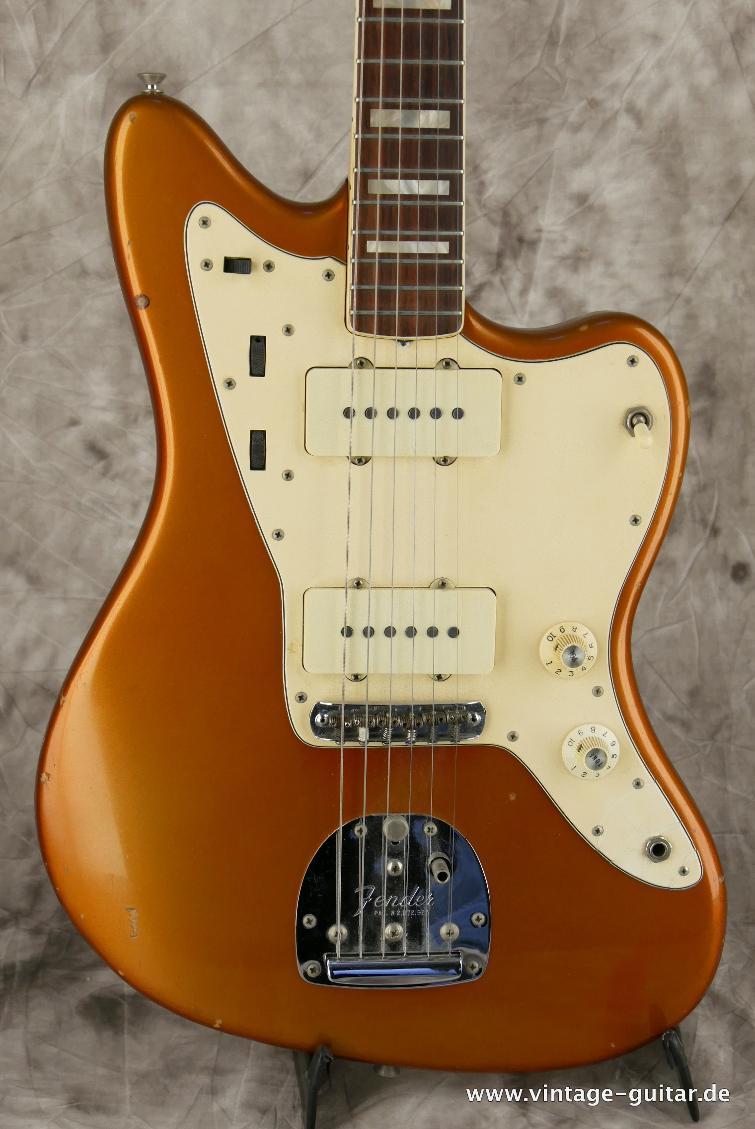 img/vintage/3230/Fender-Jazzmaster-1973-candy-apple-red-002.JPG