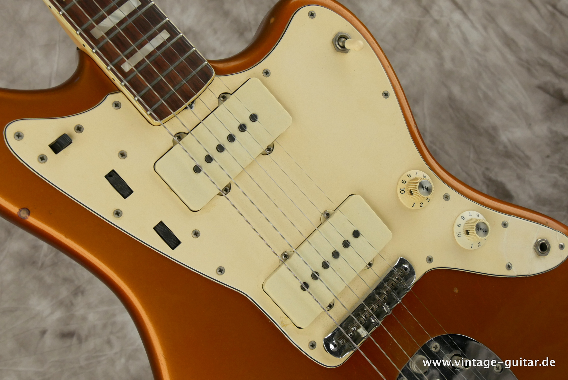 img/vintage/3230/Fender-Jazzmaster-1973-candy-apple-red-012.JPG