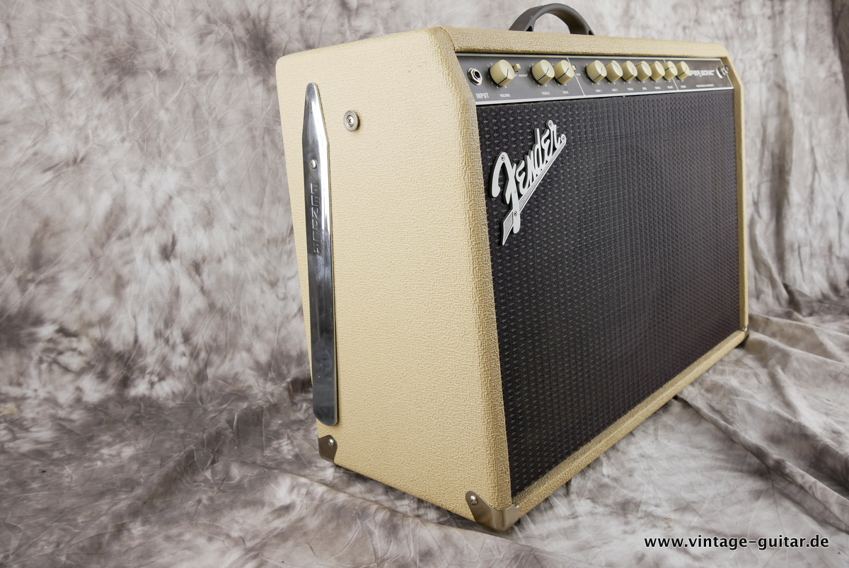 img/vintage/3244/Fender_Supersonic_60_blonde_2012-003.JPG