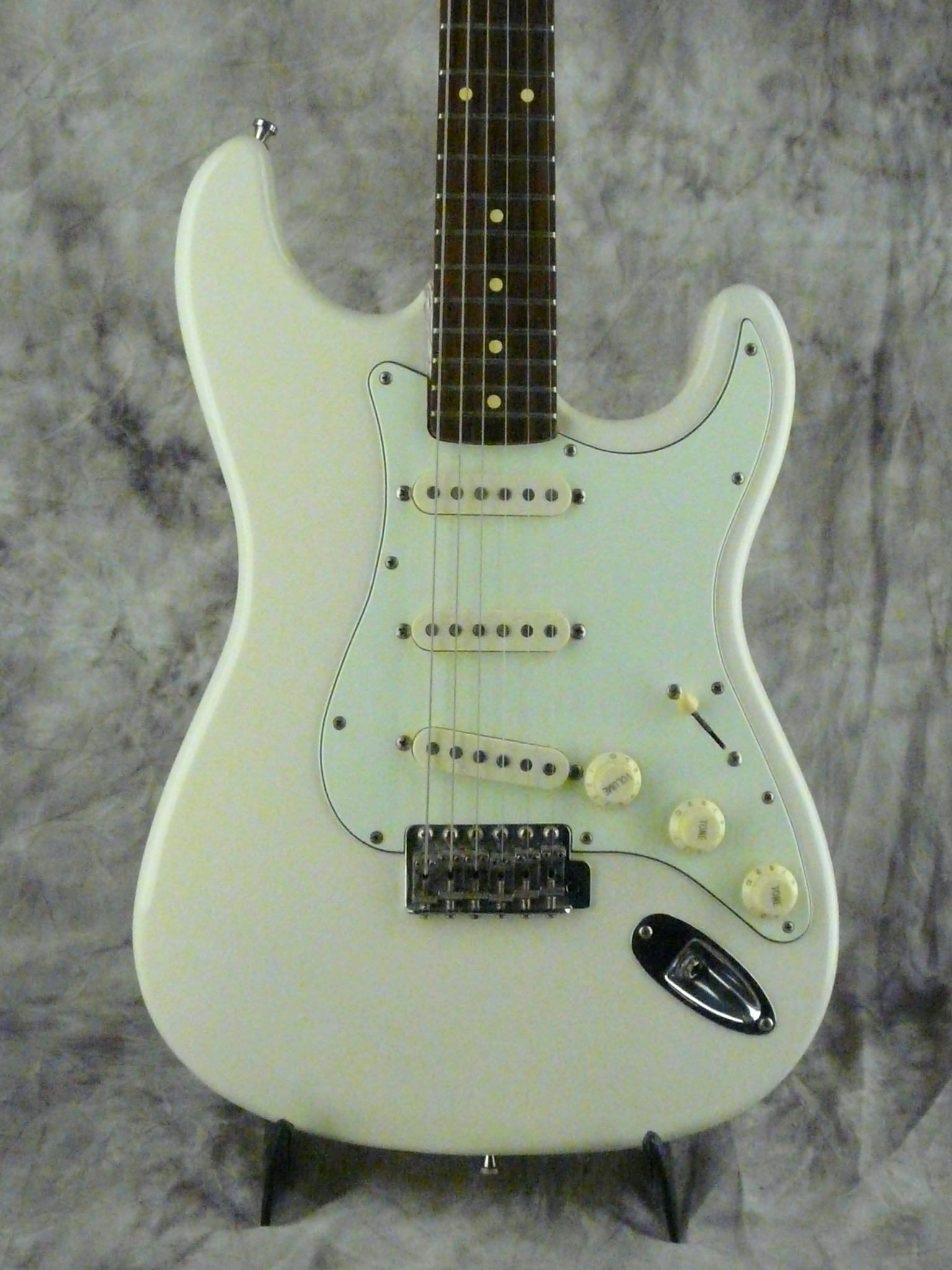 img/vintage/3254/Diego-Stratocaster-1998-olympic-white-002.JPG
