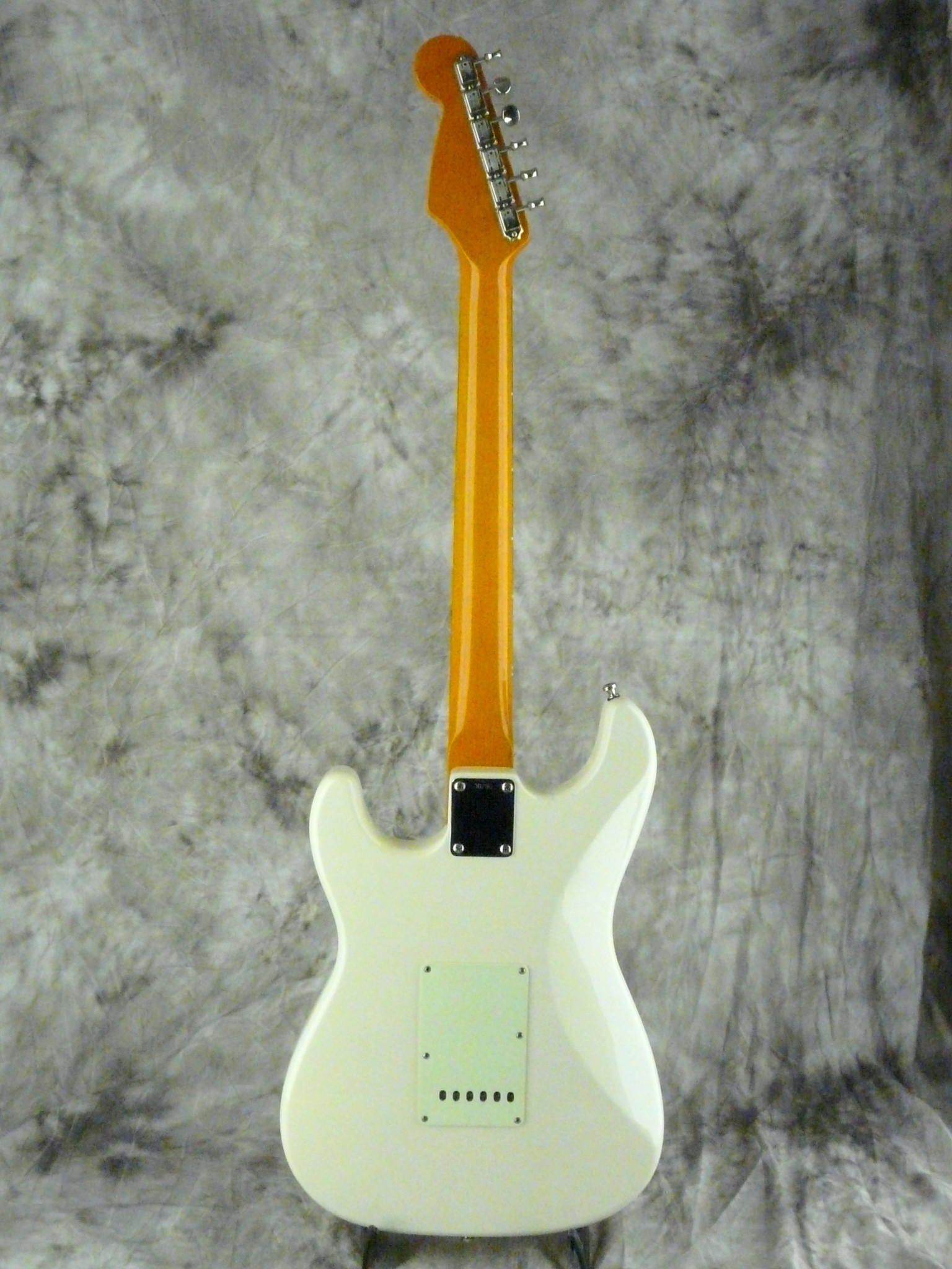 img/vintage/3254/Diego-Stratocaster-1998-olympic-white-004.JPG