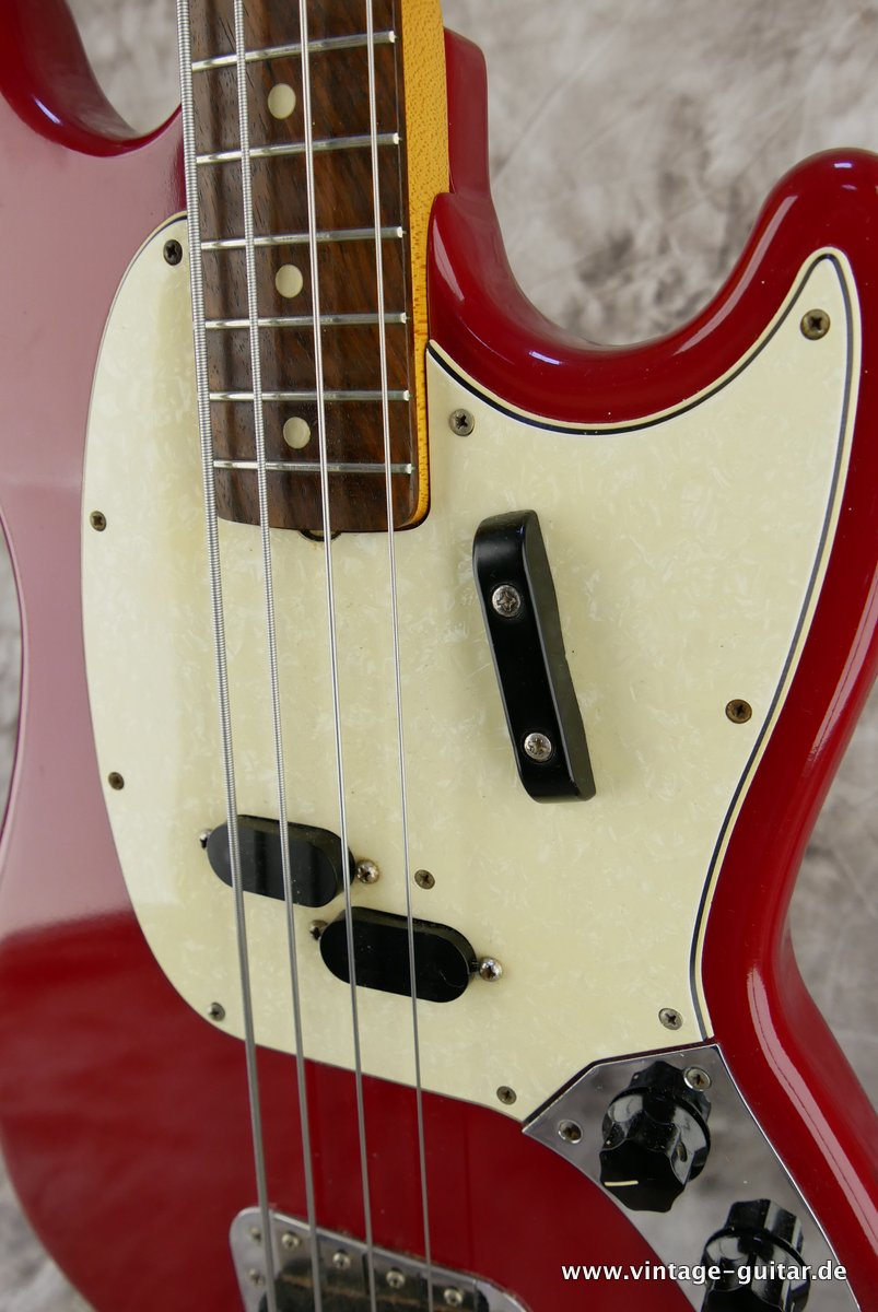 img/vintage/3485/Fender-Mustang-Bass-1966-dakota-red-013.JPG