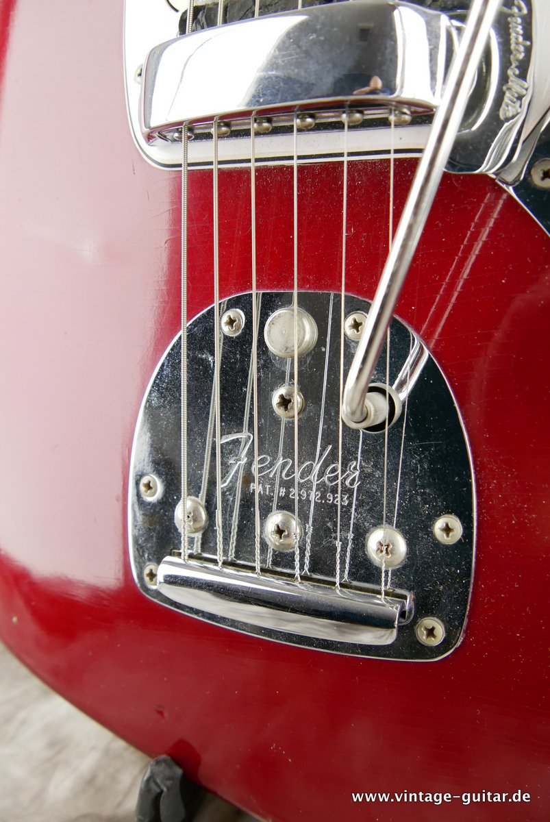 img/vintage/3548/Fender_Jaguar_candy_apple_red_1966-019.JPG
