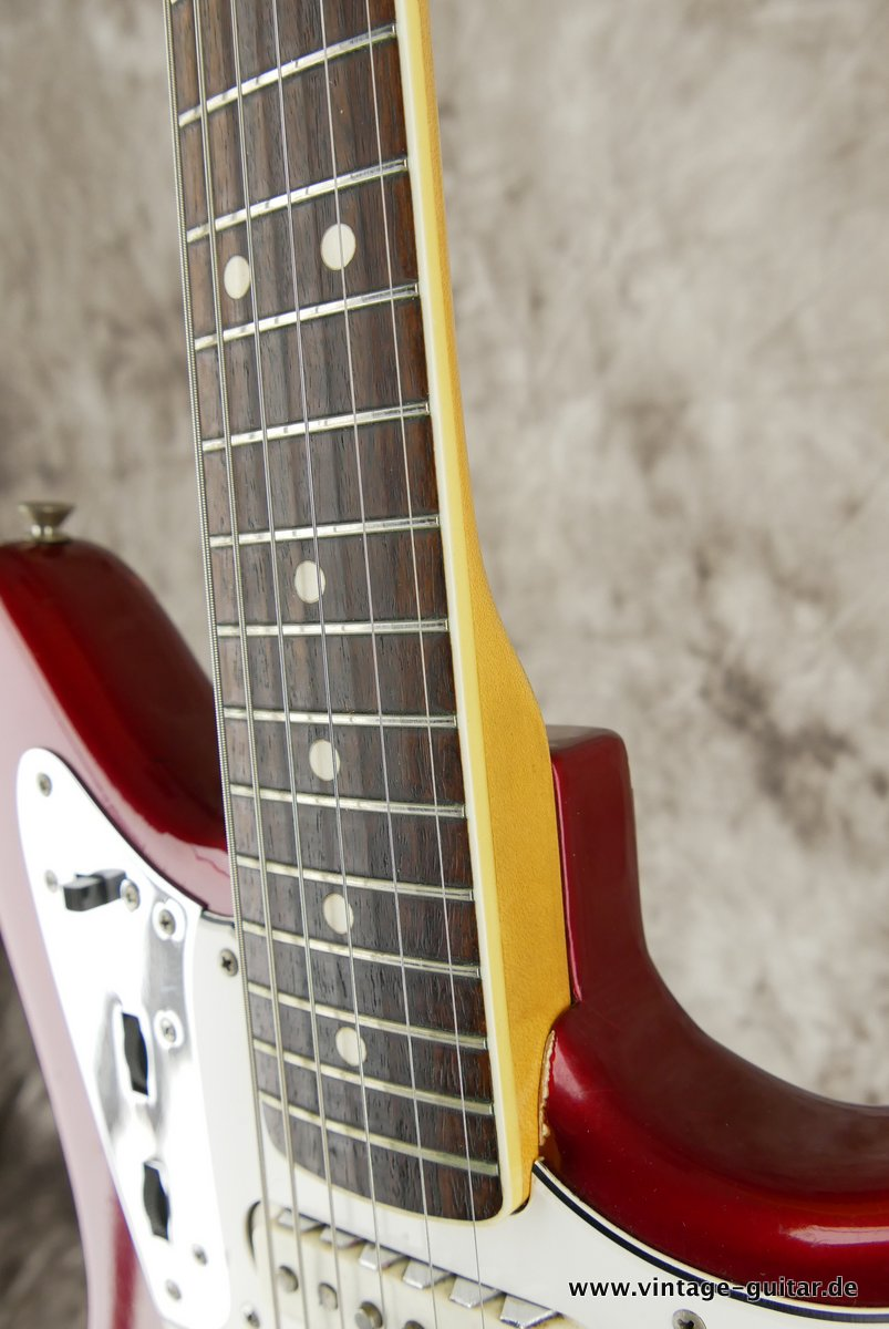 img/vintage/3548/Fender_Jaguar_candy_apple_red_1966-029.JPG