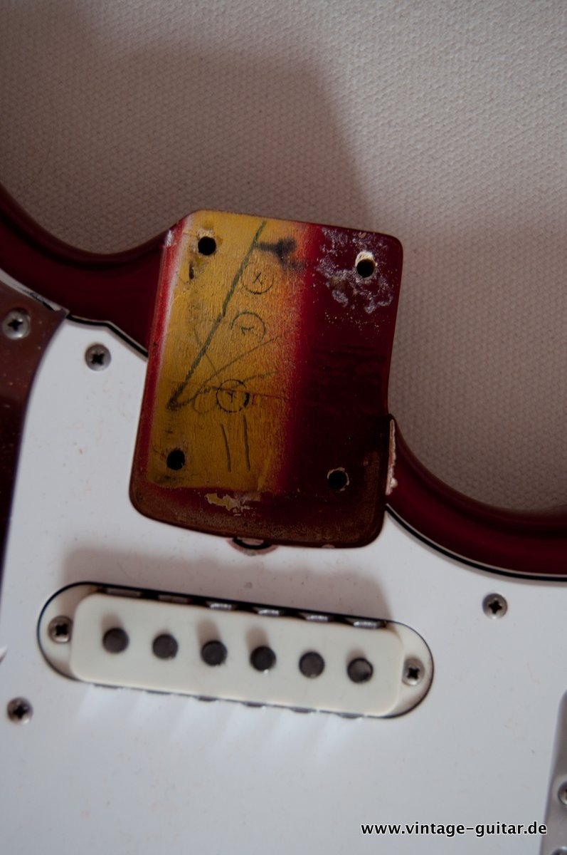 img/vintage/3548/Fender_Jaguar_candy_apple_red_1966-033.jpg