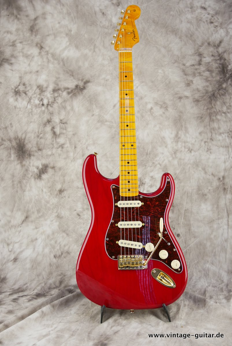 Fender_Stratocaster_Mexico_2013_Crimson_Red_transparent-001.JPG