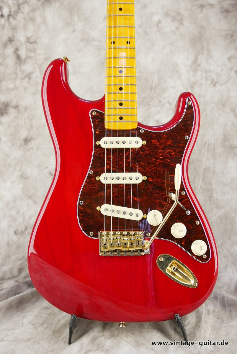 Fender_Stratocaster_Mexico_2013_Crimson_Red_transparent-003.JPG