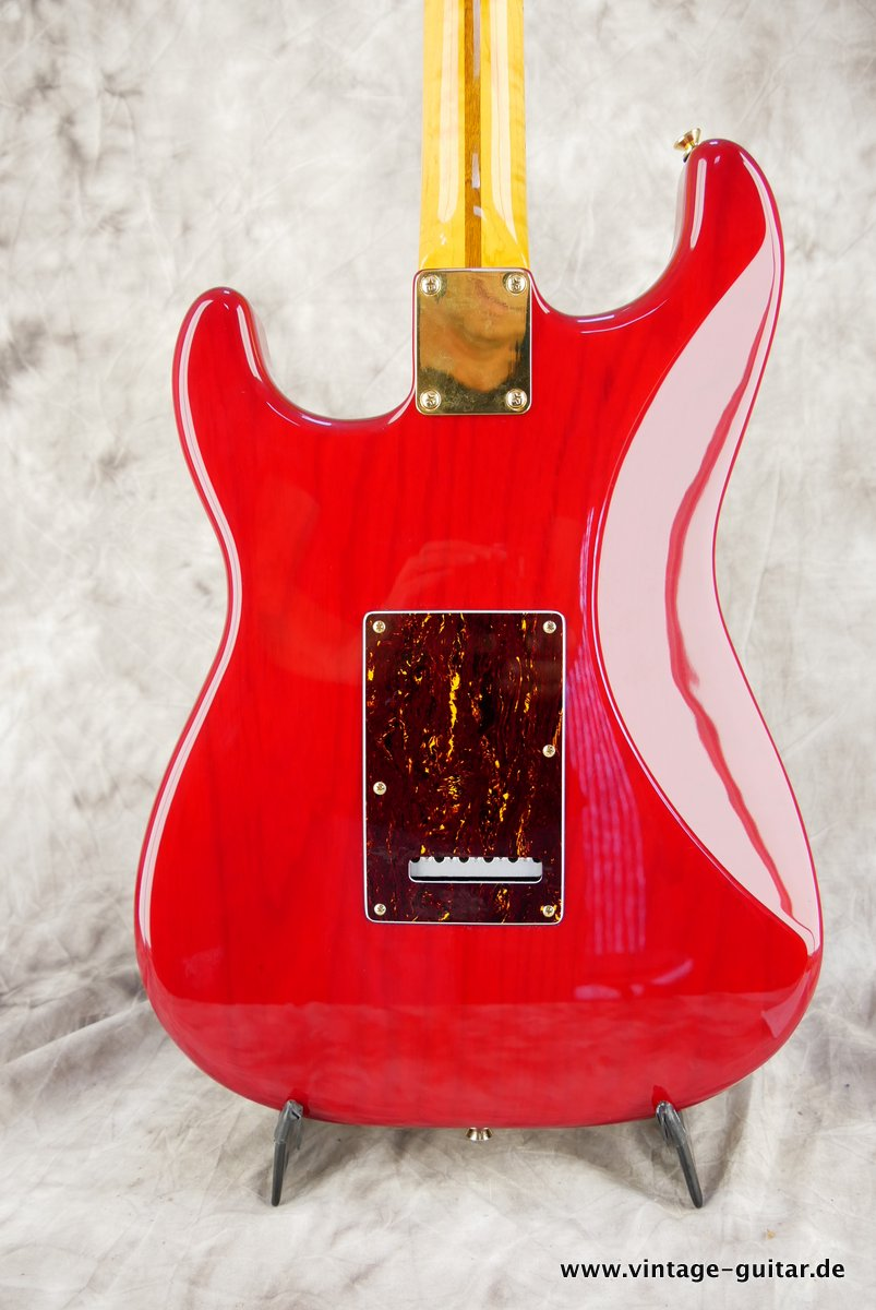 Fender_Stratocaster_Mexico_2013_Crimson_Red_transparent-004.JPG
