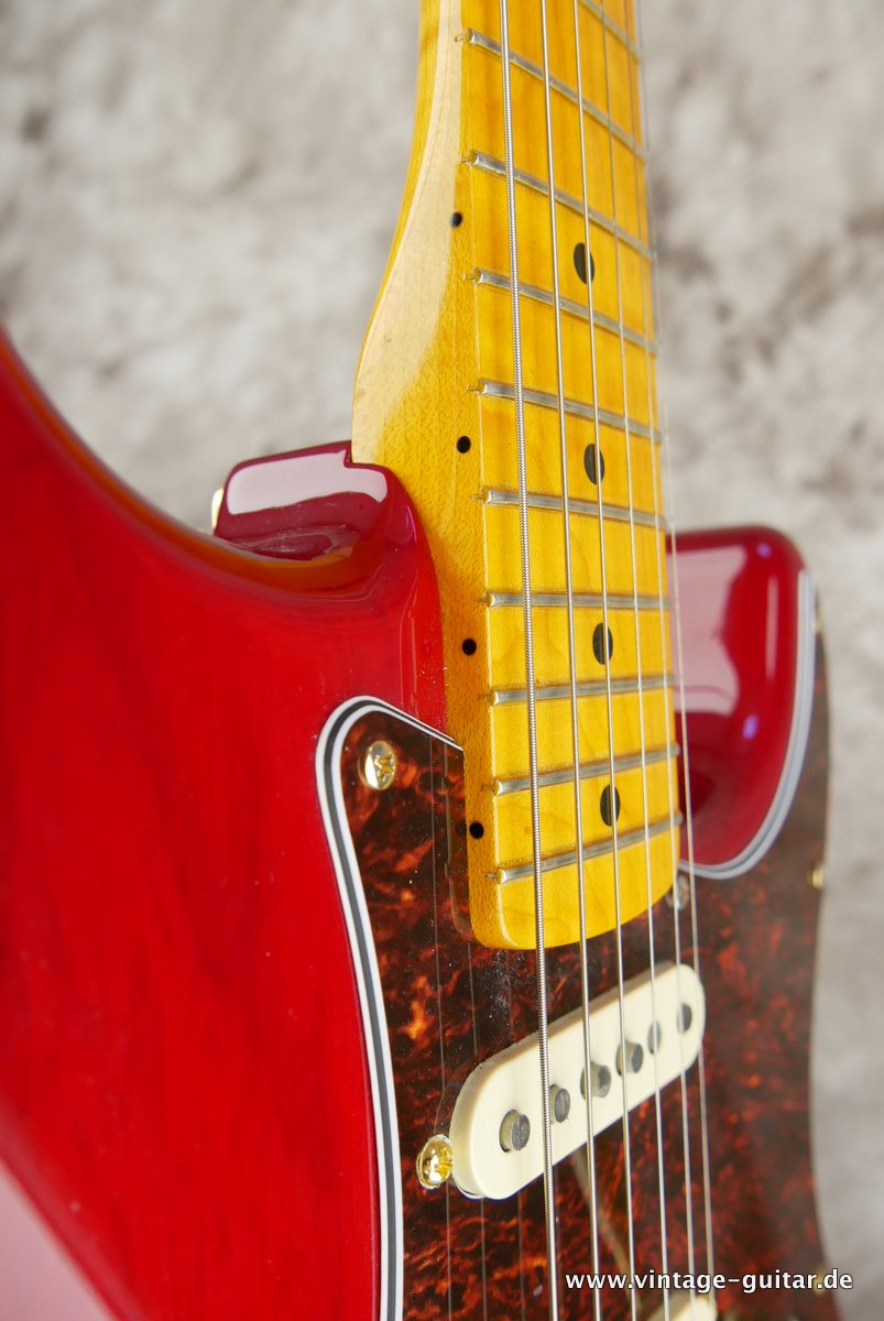 Fender_Stratocaster_Mexico_2013_Crimson_Red_transparent-013.JPG