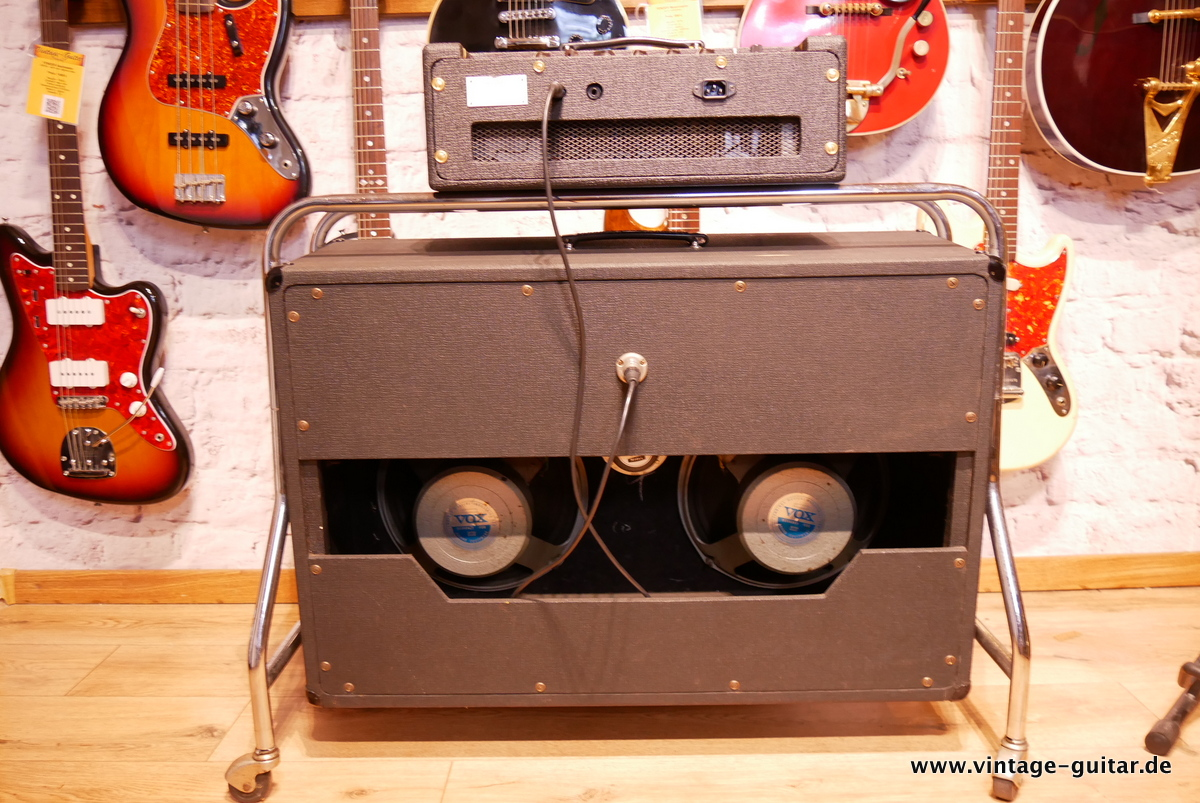 img/vintage/3618/Vox_AC-50_flat_cab_surround_stand_1964-002.JPG