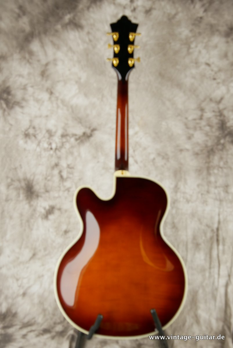 img/vintage/3663/Guild_Benedetto_Johnny_Smith_Award_violin_sunburst_2004-002.JPG