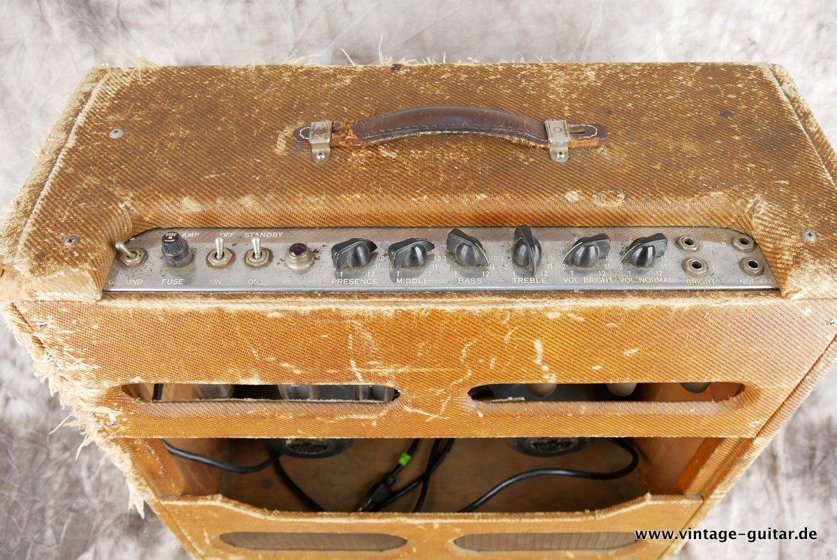img/vintage/3883/Fender-Bassman-Tweed-1959-original-004.JPG