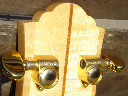 img/vintage/880/Guild-D-30-headstock-back.jpg